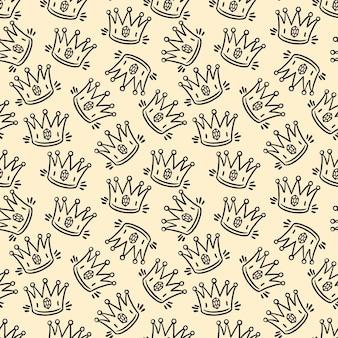 Lindo patrón sin costuras de coronas dibujadas a mano de dibujo