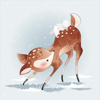 Lindo pequeño ciervo y su amigo