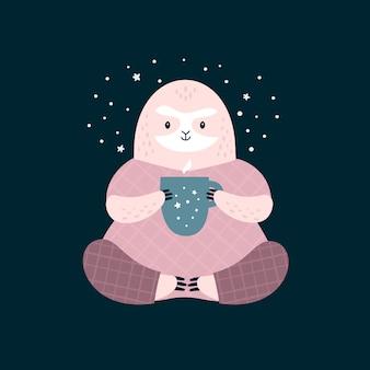Lindo perezoso en pijama con copa.