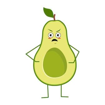 Lindo personaje de aguacate con emociones enojadas aisladas sobre fondo blanco. el héroe divertido o gruñón, fruta y verdura verde. ilustración vectorial plana