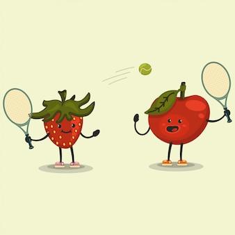 Lindo personaje de dibujos animados de manzana y fresa jugando al tenis.