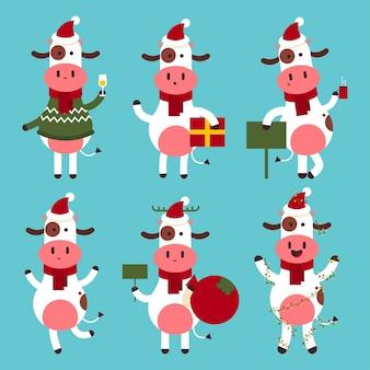 Lindo toro de navidad en personajes divertidos de dibujos animados de sombrero de santa conjunto aislado sobre fondo.