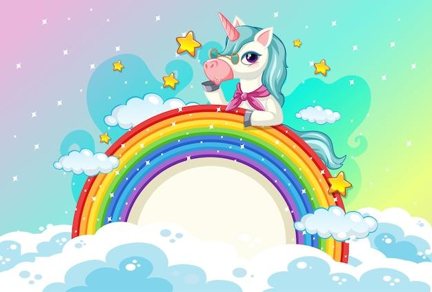 Lindo unicornio en el fondo del cielo pastel