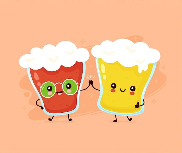 Lindo vaso sonriente feliz de cerveza amigos pareja.