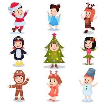 Lindos niños pequeños con trajes de navidad, niños felices en trajes de duende, muñeco de nieve, santa claus, árbol de navidad, copo de nieve, pan de jengibre, ardilla, ilustraciones de dibujos animados de pingüinos