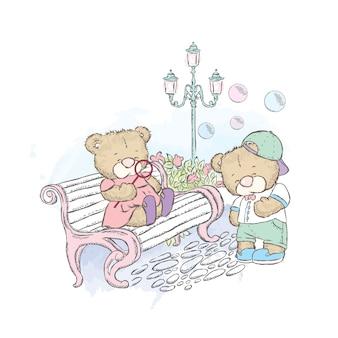 Lindos osos de peluche en el parque. osos con pompas de jabón cerca de los bancos y la lámpara.