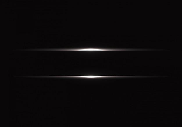 Línea de luz plateada sobre fondo negro.