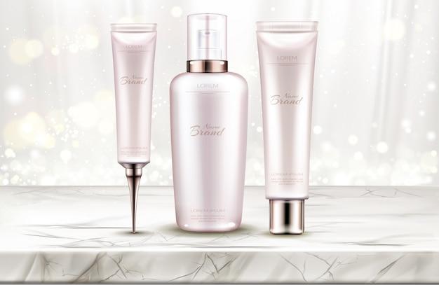Línea de productos de belleza para el cuidado de la piel en la mesa de mármol