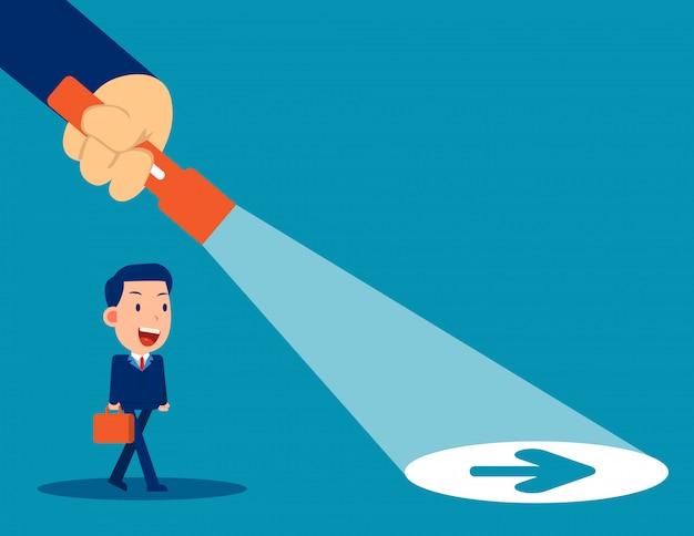 Linterna de líder empresarial destapando el signo de la flecha oculta