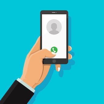 Llamada con el botón de llamada telefónica y el icono de personas en la pantalla del teléfono inteligente.