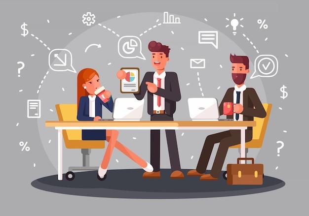 Lluvia de ideas de personas de discusión de ideas de equipo creativo. personal de trabajo en equipo alrededor de la mesa portátil director de arte y programador.