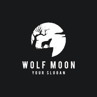 Lobo aullando en el fondo de la luna en estilo grunge