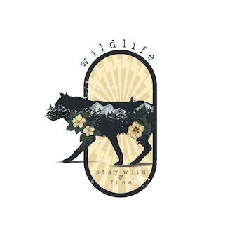 Lobo en vector de emblema de doble exposición para su diseño