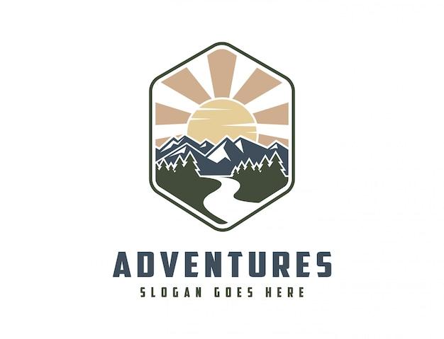 Logo clásico de paisaje de montaña