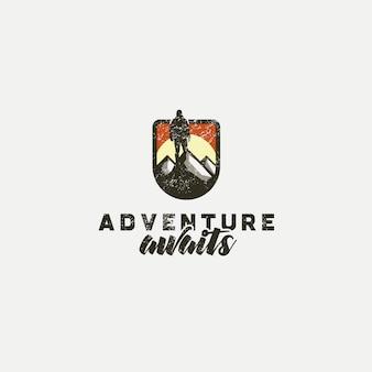 Logo con diseño de aventura