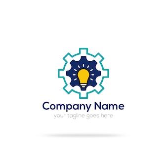Logo con diseño de bombilla y engranaje