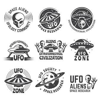 Logo monocromo engastado con alienígenas, ufo y espacio.