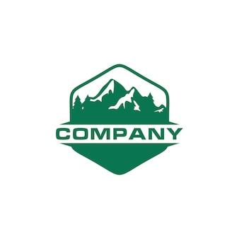 Logo de montaña verde al aire libre