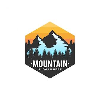 Logo de puesta de sol de montaña