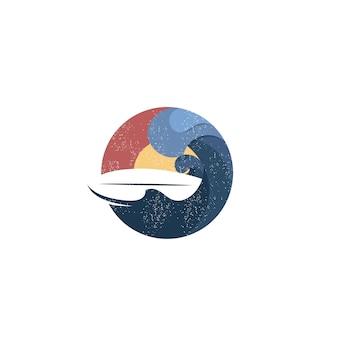 Logo de surf de playa al atardecer vintage