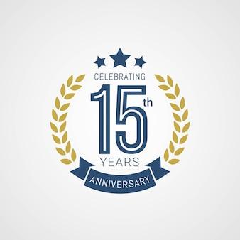 Logotipo del aniversario de 15 años con estilo dorado y azul
