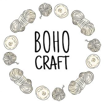 Logotipo de artesanía boho. garabatos de hilo de algodón en composición de corona. diseño de logo hecho a mano. dibujado a mano imagen de dibujos animados lindo