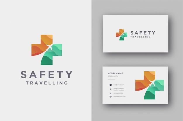 Logotipo de avión de movimiento y cruz médica, plantilla de logotipo de viaje de seguridad y plantilla de tarjeta de visita