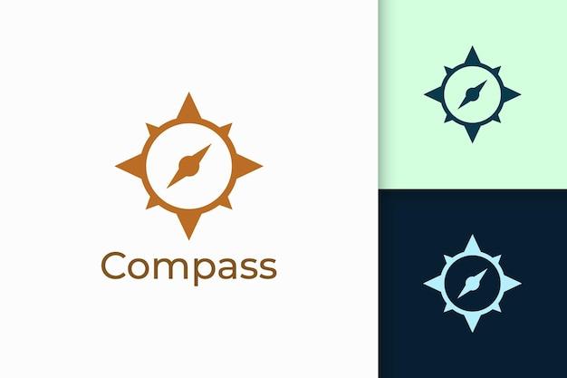 El logotipo de la brújula en forma moderna representa la aventura y la supervivencia.