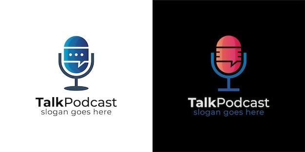 Logotipo de burbuja de chat de charla de micrófono de podcast