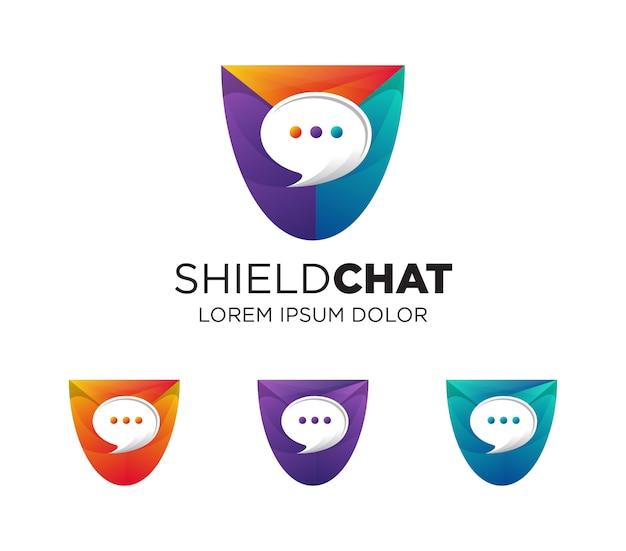 Logotipo de burbuja de discurso esfera en escudo de mosaico colorido.