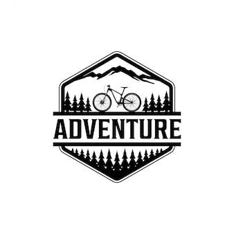 Logotipo de ciclismo al aire libre en la naturaleza