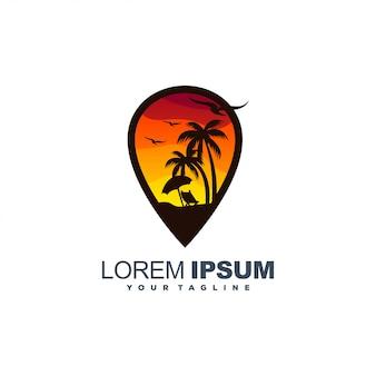 Logotipo de color al atardecer playa