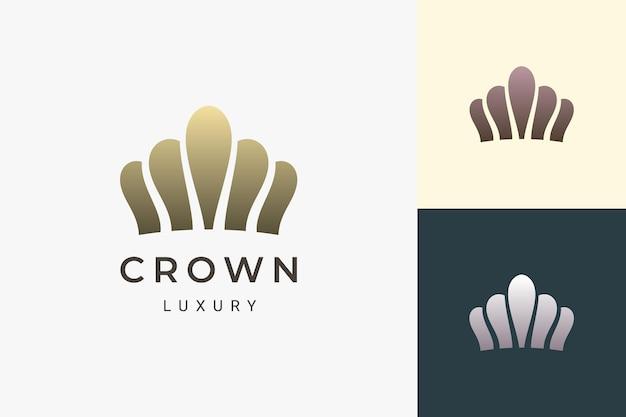 El logotipo de la corona en forma lujosa y limpia representa al rey y la reina