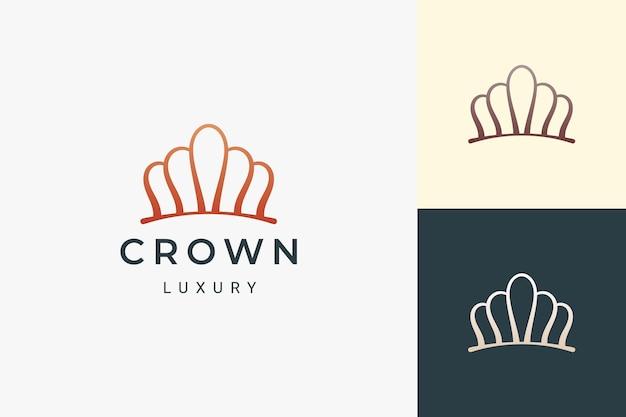 El logotipo de corona o joyería en forma lujosa y simple representa al rey y la reina