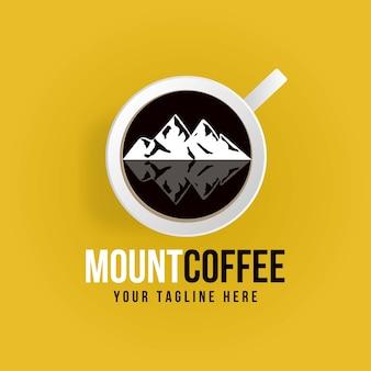 Logotipo creativo de la taza de café de montaña