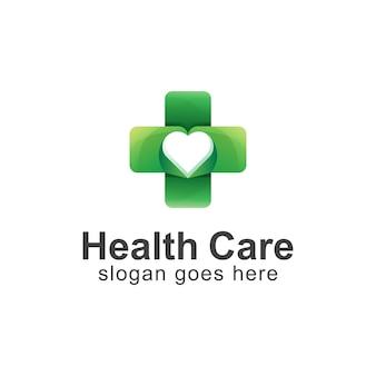 Logotipo degradado de cuidado de la salud combinado con cruz y corazón.