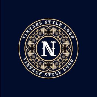 Logotipo de emblema caligráfico victoriano de lujo retro antiguo con marco ornamental