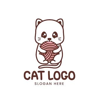 Logotipo de gato lindo con bola de hilo aislado en blanco