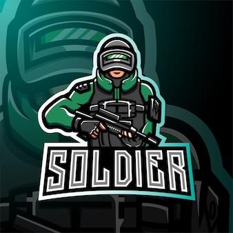Logotipo de juego de esport de mascota de soldado