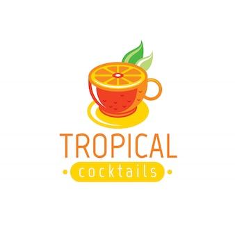 Logotipo de jugo y cóctel fresco con bebida de naranja en taza con hojas.