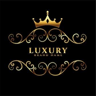Logotipo de lujo con corona dorada.