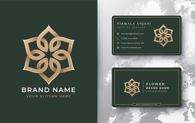 Logotipo de mandala de flores doradas de lujo con tarjeta de visita