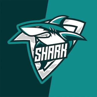 Logotipo de la mascota del e-sport de predator del tiburón verde