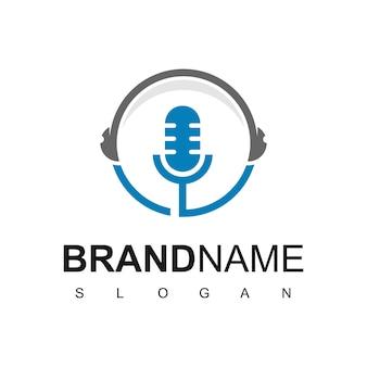 Logotipo de micrófono para el símbolo de la empresa comercial podcast
