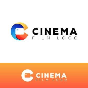 Logotipo moderno de cine en color, letra inicial c con plantilla de diseño de logotipo de video de cámara