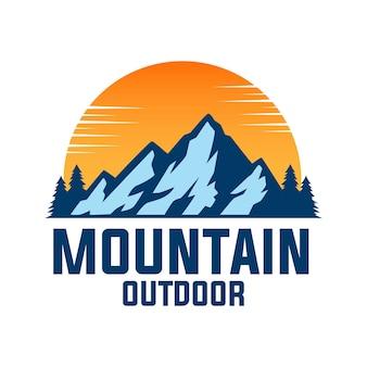 Logotipo de montaña al aire libre