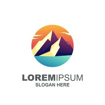 Logotipo de montaña moderna premium