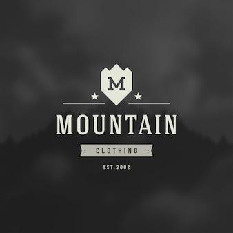 Logotipo de montañas, expedición de aventura al aire libre, silueta de montaña