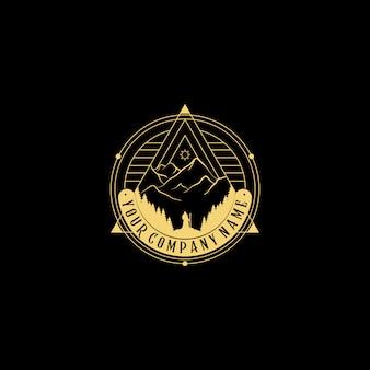 Logotipo de la naturaleza abstracta. insignia geométrica. icono de contorno de pirámide de formas abstractas, hombre mirando una gran montaña