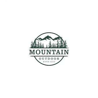 Logotipo de naturaleza de montaña al aire libre, bosque de pinos de vida silvestre de aventura